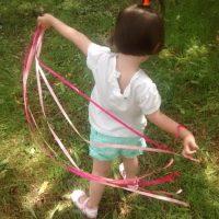 Jugando con las cintas rosas