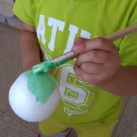 Pintando las esferas de verde