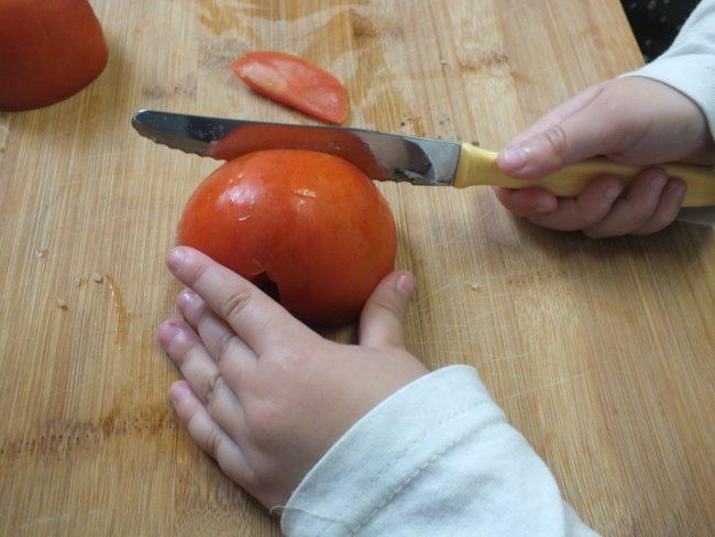 cortando-el-tomate
