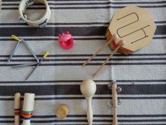 Cesto de instrumentos musicales